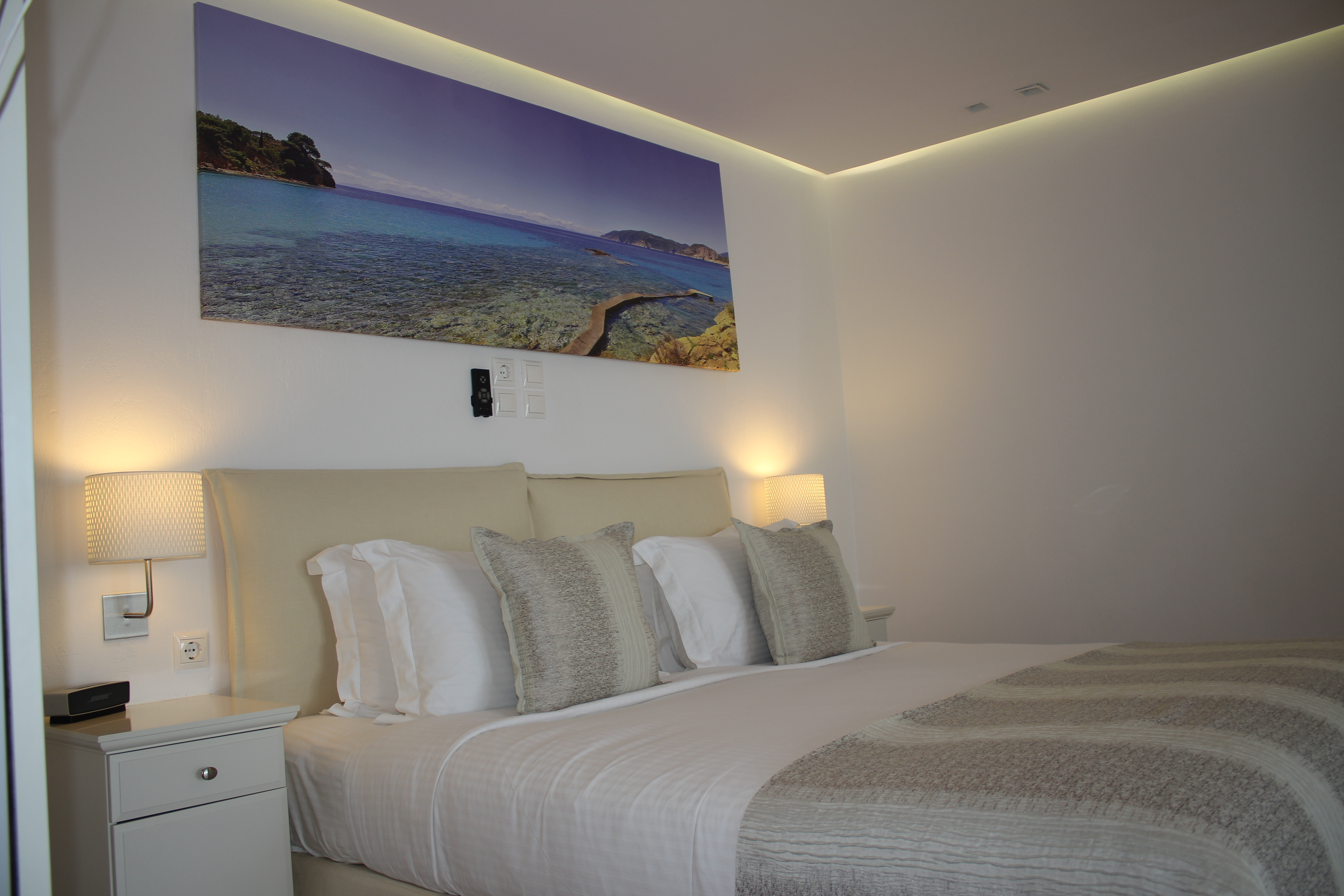 Picture above the bed-Acacia suite