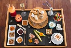 DSCF4280 Amazing breakfasts with champer