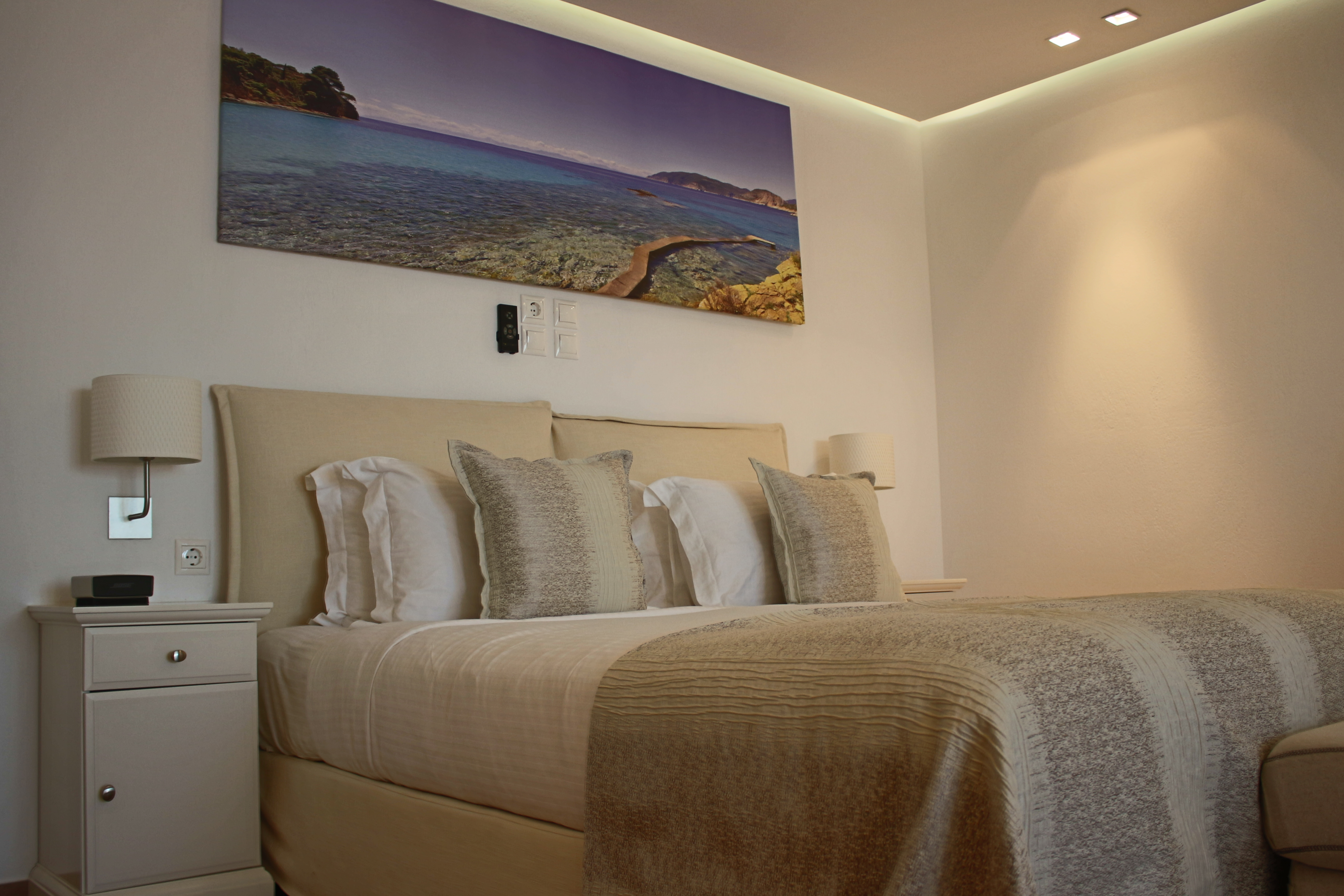 Acacia bed