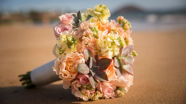 A Five Palms Wedding with Pinks and Golds