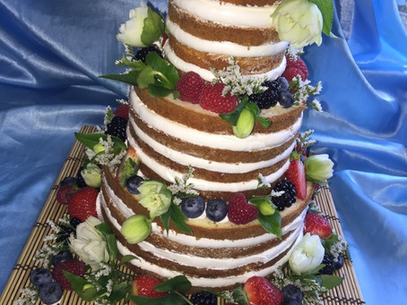 The Reality of the Naked Wedding Cake