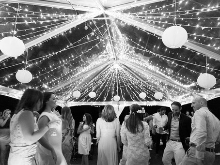 How do I create my wedding budget?