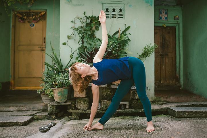 Trikonasana Heidi Ruokoniemi jooga.jpg