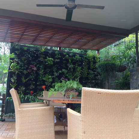 20034 Freestanding insulated pergola