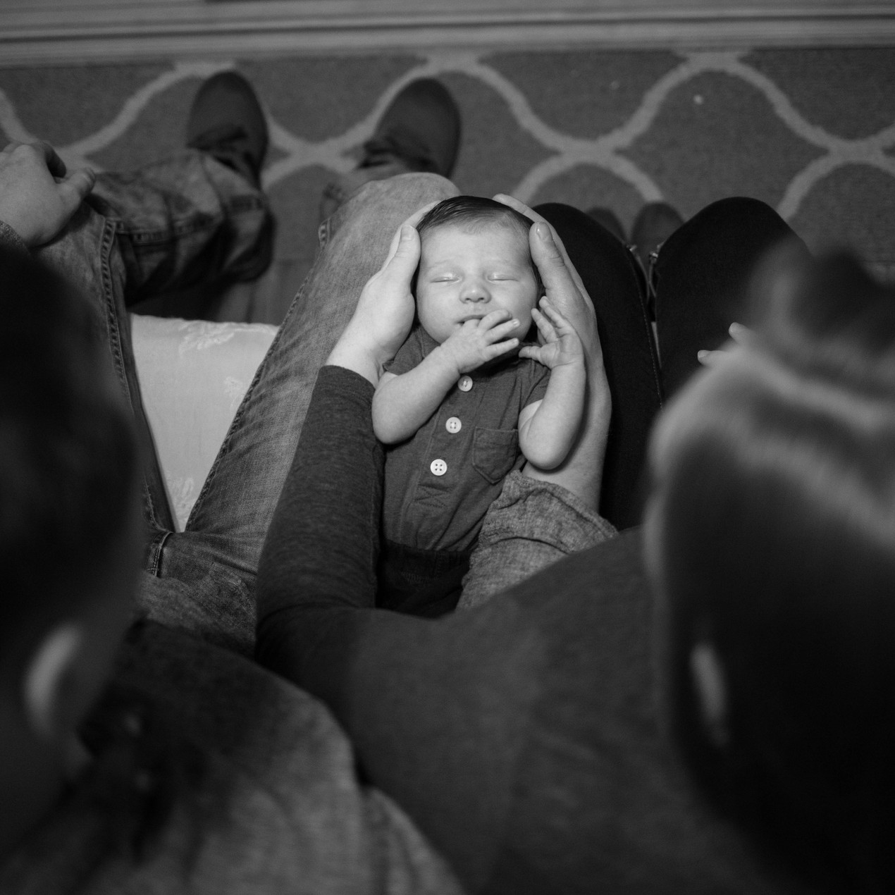 Black and White newborn lifestyle photography session