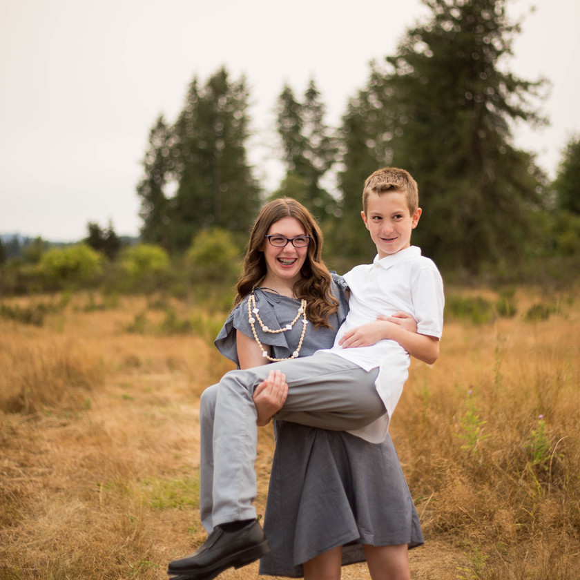 oLDER SIBLING PHOTOS, A BIT O WHIMSY PHOTOGRAPHY THURSTON COUNTY