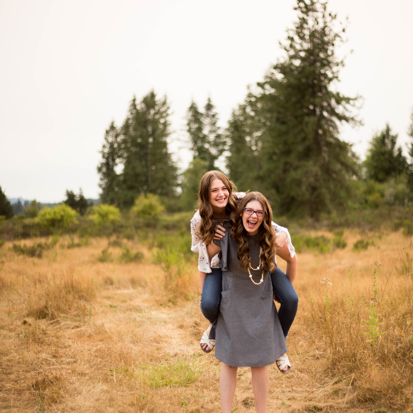Sisters family photos in Yelm, WA. Photography by A Bit O' Whimsy photography