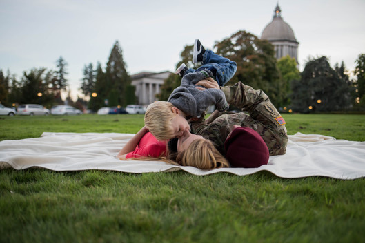 Family photos at Olympia state Capital by A Bit O' Whimsy Photography