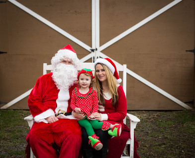 Christmas family pictures with Santa in Yelm, WA