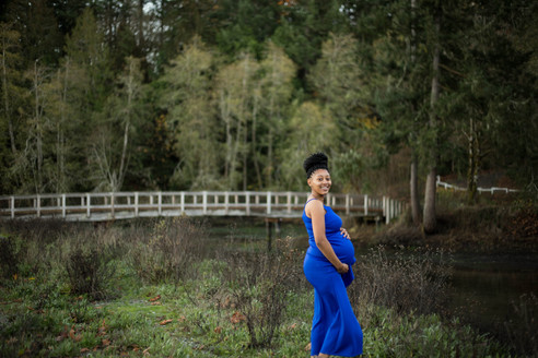 maternity pictures at Tolmie State Park in Olympia