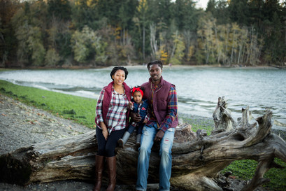 fall family pictures at the puget sound beach