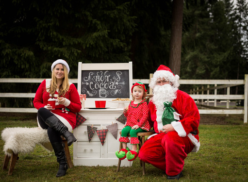 Christmas hot cocoa with Santa photo sessions in Yelm, WA