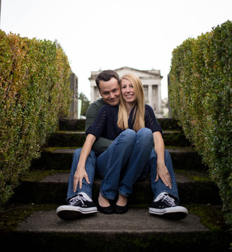 Couples photo session at Olympia State Capital.  Photography by A Bit O' Whimsy