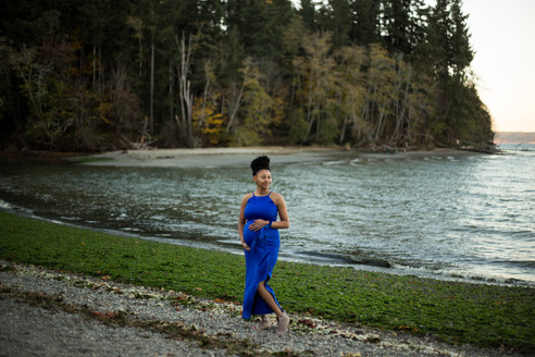 beach maternity pictures in Olympia, WA