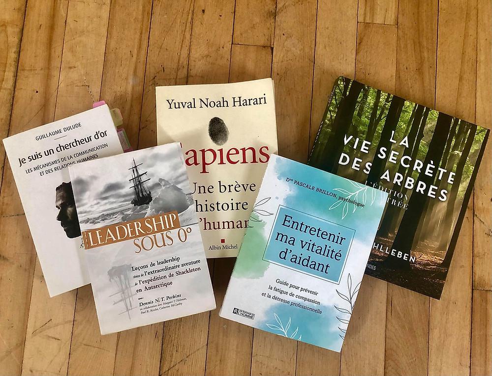 5 livres à découvrir : Leadership sous 0, Je suis un chercheur d'or, Sapiens, Entretenir ma vitalité d'aidant et La vie secrète des arbres
