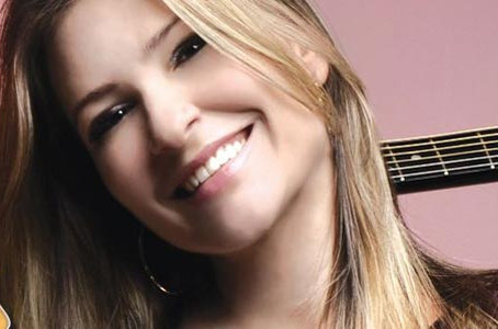A voz, o talento e o charme da cantora sertaneja Lucylla