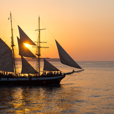 sailing-ship-at-sunset-P6U4ECE.jpg
