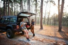 women-friendship-hangout-traveling-campi