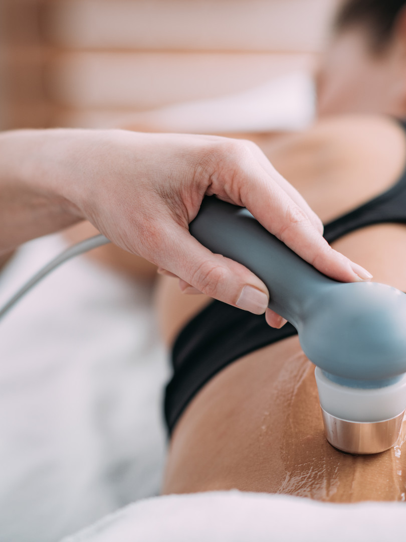 ultrasound-in-physical-therapy-therapist
