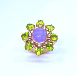 Ring in 18kt pink gold with a cabochon Amethyst, Peridots and brilliant diamonds
