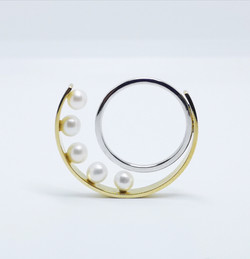Ring  in 18kt gold & Pearls