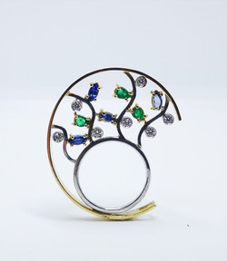Ring in 18kt gold with Emeralds, Sapphires & brilliant diamonds