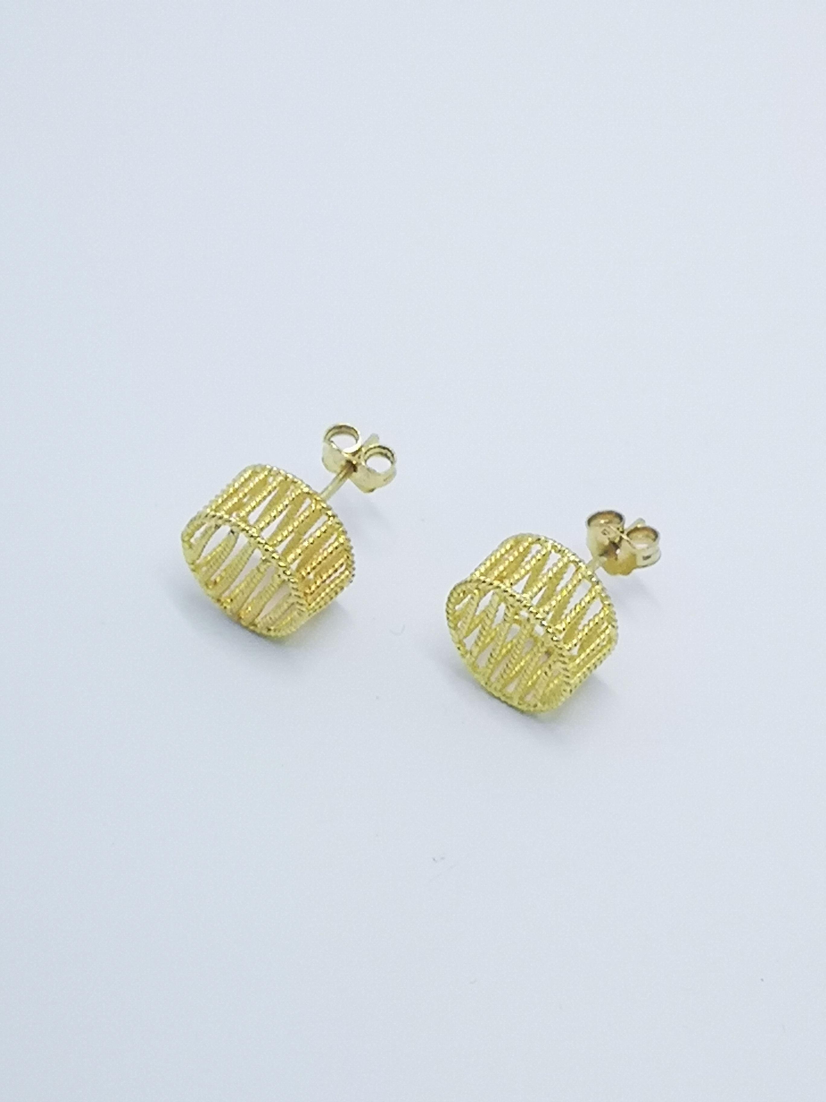 Earrings in 22kt & 18kt gold