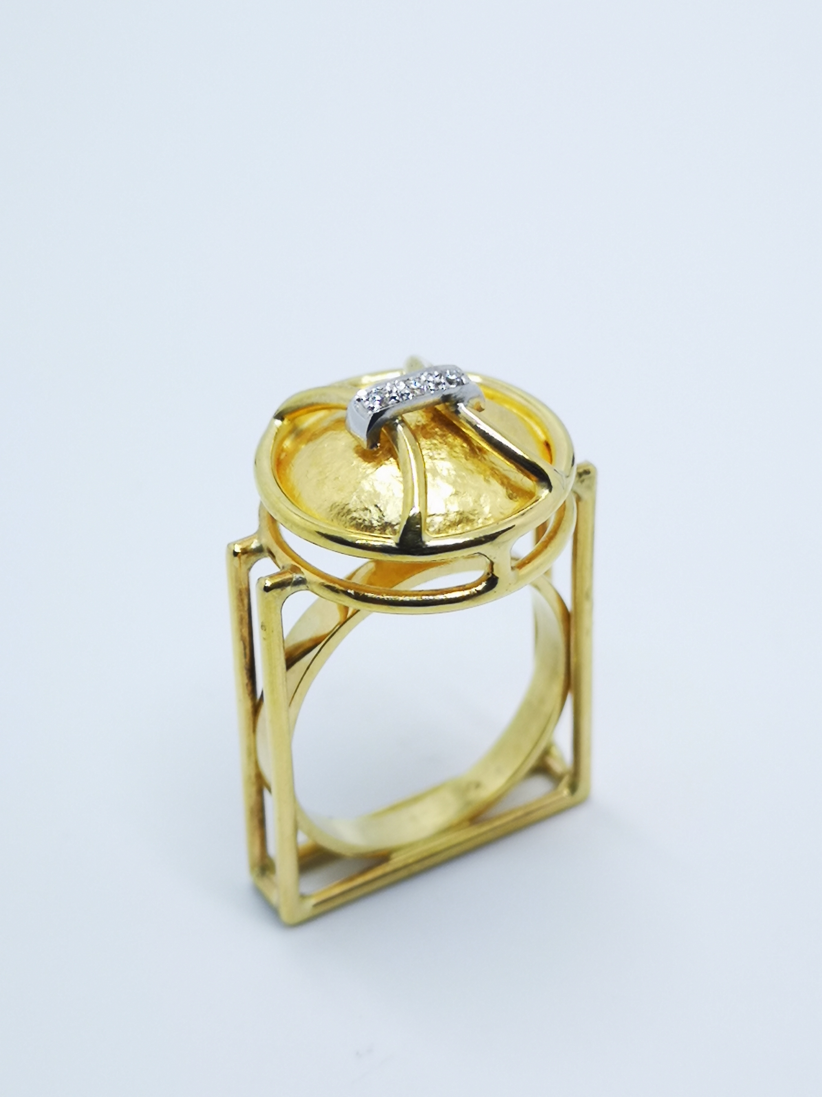 Ring in 24kt & 18kt with brilliant diamonds