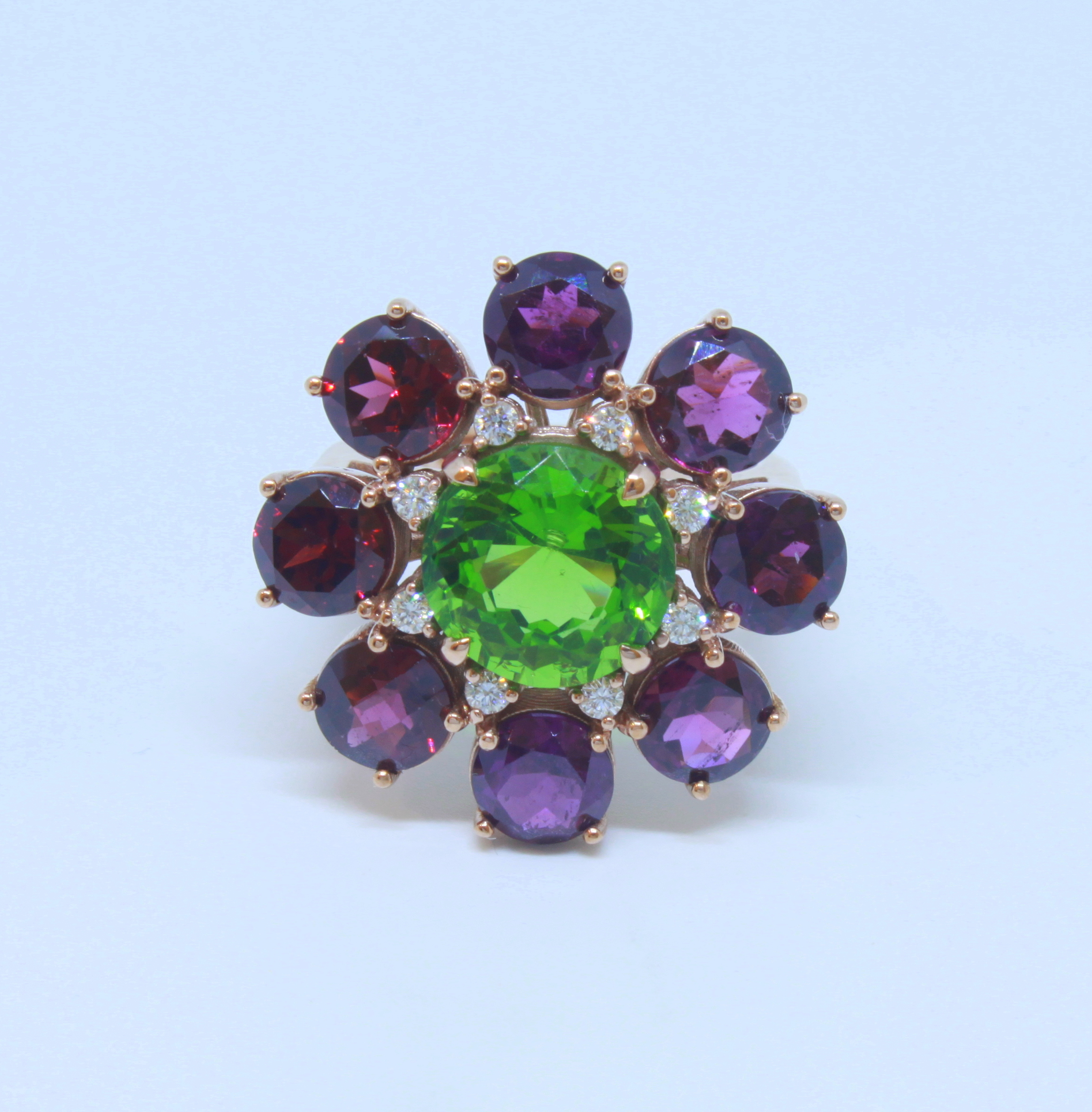 Ring in 18kt pink gold with Moldavite, Amethysts and brilliant diamonds
