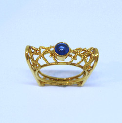 Ring in 22kt and 18kt gold with a Sapphire