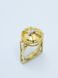 Ring in 24kt & 18kt gold with brilliant diamonds