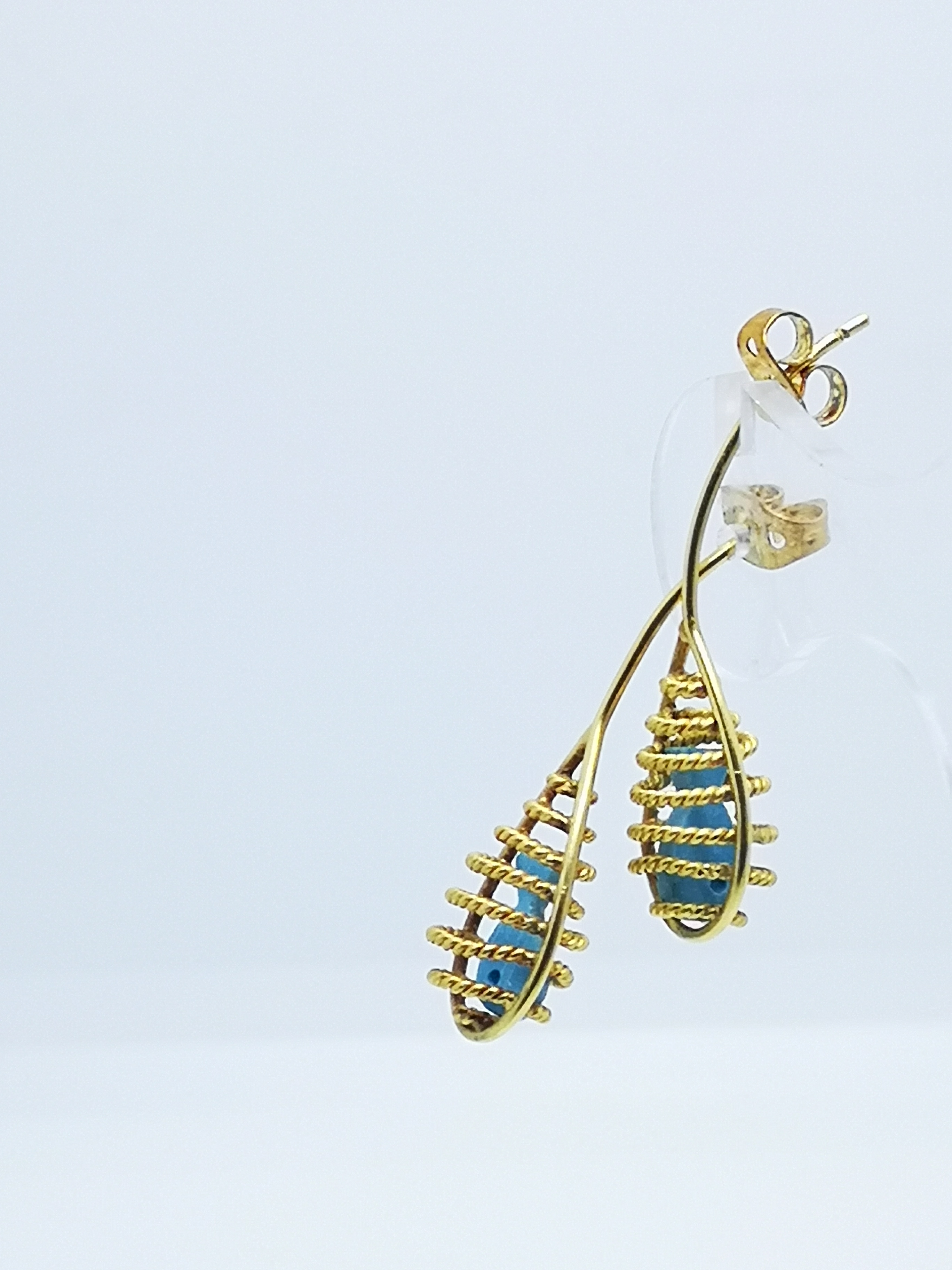 Earrings in 22kt & 18kt gold with turquoise