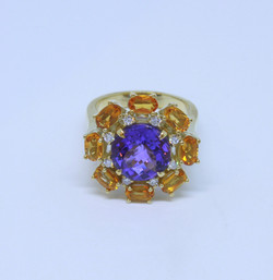 Ring in 18kt gold with an Amethyst, citrines and brilliant diamonds