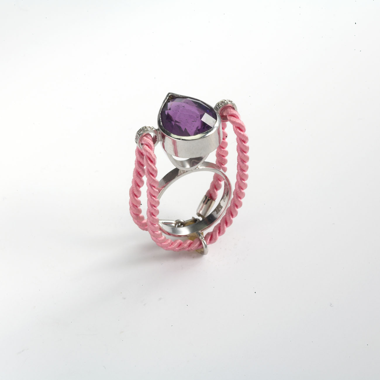 Ring in 18kt white gold with with pink silk cord interchangeable, brilliant diamonds and an amethyst