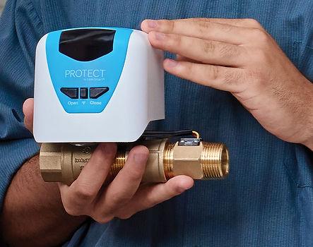 Leaksmart-Contractor-Holdiong-Protect-Va