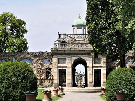 Shell House Showcase: Palace of Wonders, Litta, Italy
