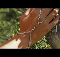 Elisabeth Landeloos Handketten 2.jpg