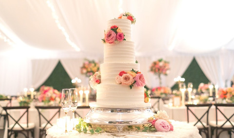 5 Ways to Decorate Your Cake With Fresh Flowers