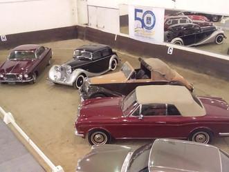 Automóveis antigos das décadas de 20 a 80 brilharam no aniversário de 80 anos da Sociedade Hípica Br