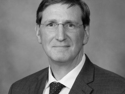 DR. FERGUS COUGH, Mayo Clinic Cancer Center, EUA