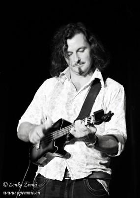 Steve with ukulele Prague