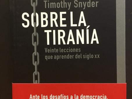 Veinte lecciones para combatir a los tiranos
