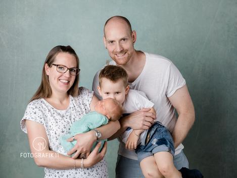 Familienfotografie mit Neugeborenem Baby