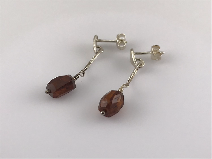 Boucles d'oreilles  cercle avec une pierre d'ambre