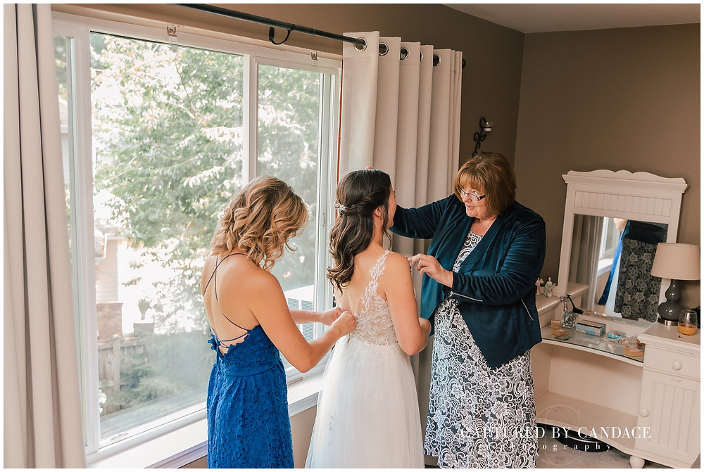 snoqualmie wedding Seattle wedding photographer rustic pnw wedding
