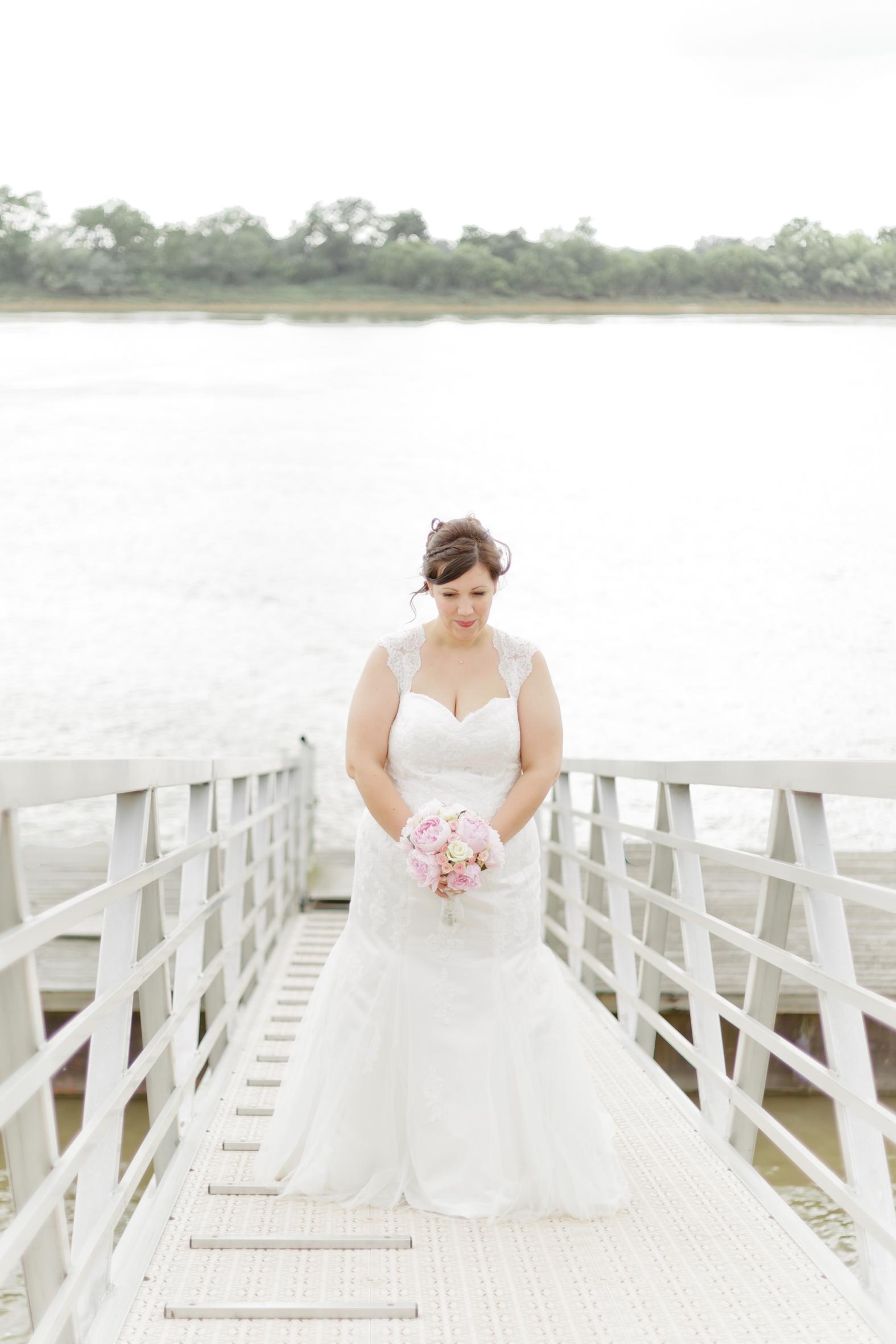 Mariage pont lac mariée bouquet robe