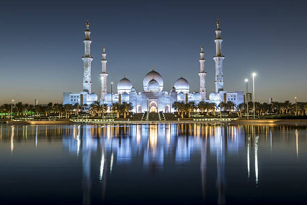 As emoções despertadas junto ao pôr do sol. Arquitetura, arte e a valorização da iluminação, foram alguns conceitos enriquecedores apresentados pela arquiteta sobre o pôr do sol em Abu Dhabi