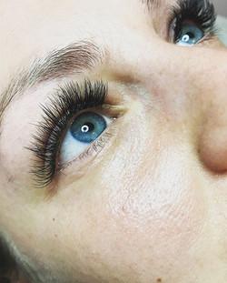 Gorgeous thick dramatic lashes ❤❤🦋 _bor