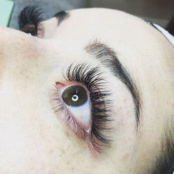 Beautiful set of classic lashes for a be