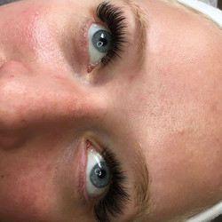 I can't with these full volume lashes!!!